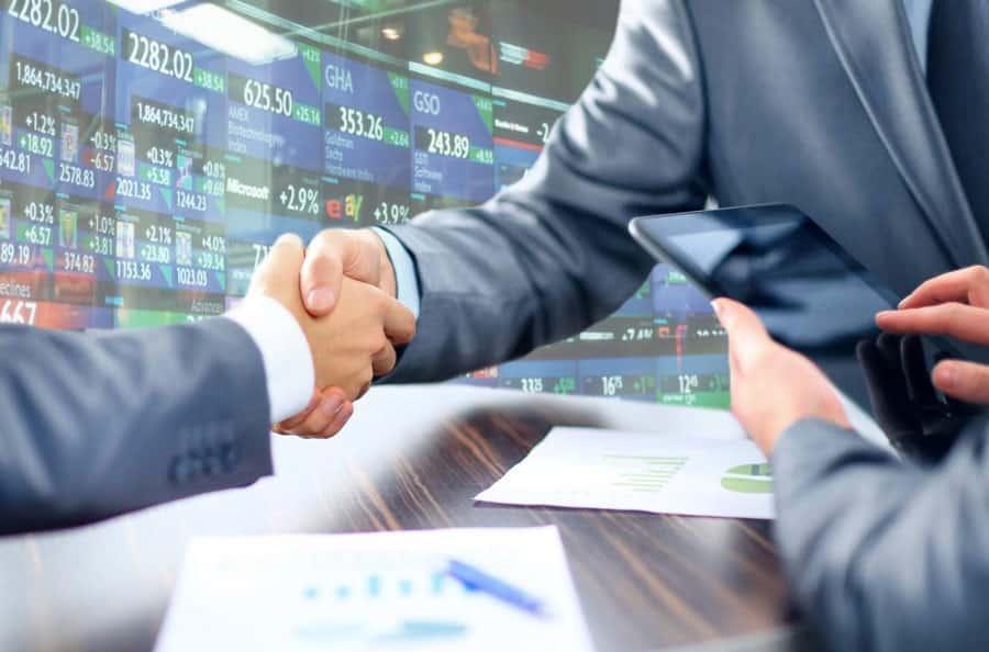 thương mại hàng hóa và thương mại dịch vụ