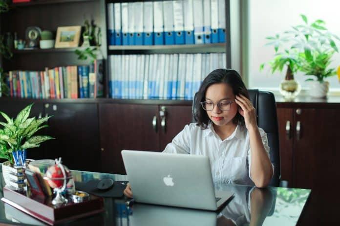 Chuyên viên Huỳnh Thu Hương - Tư vấn hợp đồng đặt cọc mua nhà